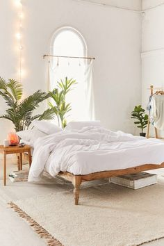 Urban Outfitters' 50 Percent Off Fall Favorites Sale Is Perfect For Buying Cozy Bedding bedroomsdecor 736901557759343267 Home Decor Bedroom, Modern Bedroom, Bedroom Furniture, Contemporary Bedroom, Urban Bedroom, Bedroom Headboards, Bedroom Neutral, Bedroom Simple, Urban Furniture