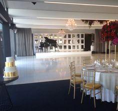 So grand, so elegant!  Carousel, Albert Park Lake Styling by the Style Co.  #foodanddesire #thestyleco #carouselalbertpark www.foodanddesire.com.au