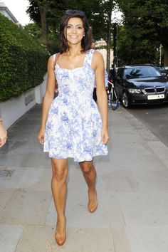 Lucy Verasamy - A lovely package Itv Weather Girl, Weather Girl Lucy, Juicy Lucy, Tv Girls, Tv Presenters, Gorgeous Women, Dead Gorgeous, Sexy Legs, Looking For Women