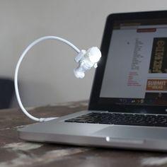 Lampe USB Astronaute - une idée cadeau dénichée par Georges sur AlloCadeau.com -