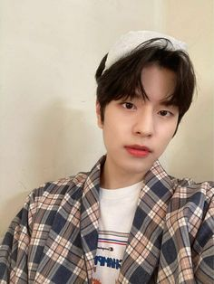 K Pop, Stomach Ulcers, Stray Kids Seungmin, Kids Around The World, Rap Lines, Kids Board, Aesthetic Images, Lee Know, Lee Min Ho