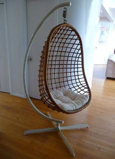 Vintage Mid Century Modern Wicker Rattan Hanging Egg Chair