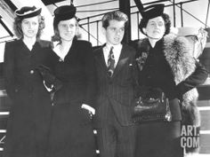 AMBASSADOR JOSEPH KENNEDY'S WIFE AND THREE CHILDREN ARRIVE IN NEW YORK ❤❁❤❁❤❁❤❁❤❁❤ http://en.wikipedia.org/wiki/Kathleen_Cavendish,_Marchioness_of_Hartington http://en.wikipedia.org/wiki/Kennedy_family