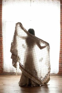 Elegant Indian Lengha | @Birds & Honey and Tegan Martin-Drysdale Photography | see more on: http://burnettsboards.com/2014/05/vintage-glam-bollywood-wedding/