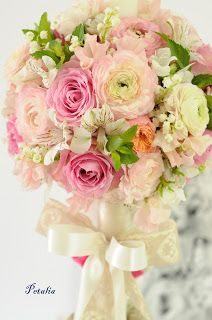 Creatii florale - Flori, forme si culori: Lumanare botez Hello Kitty Wedding Decorations, Table Decorations, Bouquets, Hello Kitty, Floral Wreath, Shabby Chic, Wreaths, Flowers, Blog