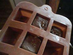 Jaboncitos de tocador realizados con restos de jabones de baño, esencias en bomboneritas de silicona