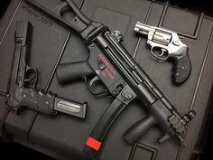 993 отметок «Нравится», 10 комментариев — Steve_MP5 (@steve_mp5) в Instagram: «2 Pistols and 1 SBR    •••••••••••••••••••••••••••••••••••••••••••••••••••••••• #firearms…» Weapons Guns, Guns And Ammo, Submachine Gun, War Dogs, Tactical Knives, Special Forces, Revolver, Firearms, Hand Guns