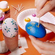 Bunte Ostereier-anmalen Mit Zahnstochern. Tolle Idee! Noch mehr Ideen für Kinder auf www.hallobloggi.de