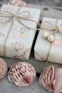 Zo pak je je kerstcadeaus het mooist in - Roomed | roomed.nl