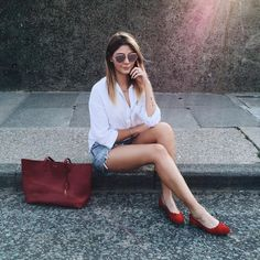 Shorts weather Shop the exact outfit with by emmahill Chic Summer Outfits, Casual Summer, Flat Shoes Outfit, Saint Laurent Tote, London Girls, British Style, Street Style, How To Wear, Red Flats