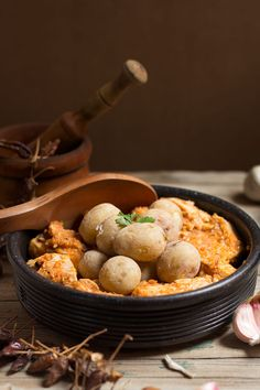 Atún al estilo gomero con papas bonitas. Recetas canarias tradicionales. Cocina canaria.