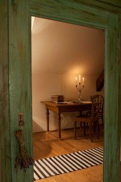 Mirror reflection #alicevibes #cozyandcomfy #transylvanianromance @Cincsor.Transylvania.Guesthouses Old School, Oversized Mirror, Interior, Room, House, Furniture, Reflection, Decorating Ideas, Design