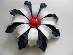 Vintage Metal Flower Brooch by WhitebirdDesign on Etsy, $10.00
