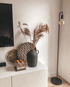 Home Decoration Ideas Front Doors love this black matte vase Decoration Ideas Front Doors love this black matte vase Decor, House Design, Diy Vase, Interior, Living Room Decor, House Styles, Home Decor, House Interior, Apartment Decor