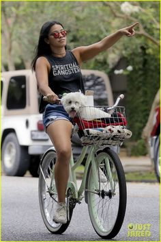 gina-rodriguez-bike-ride-dog-new-orleans-04.jpg (816×1222)