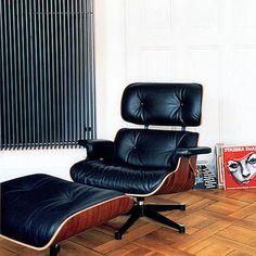 Fesselnd Eames Lounge Chair Und Ottomane Vor Vinyl   Musik An Und Entspannen Auf Dem  Lounge Chair
