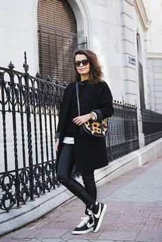 Black_Outfit-Sneakers-Nike-Leopard_Bag-SuShi_Bags-Outfit-Street_Style-Collage_Vintage-20 | Flickr: Intercambio de fotos