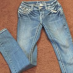 Skinny jean Skinny blue jean great condition with all crystals intact 98 cotton 2 spandex Level notes Jeans Skinny