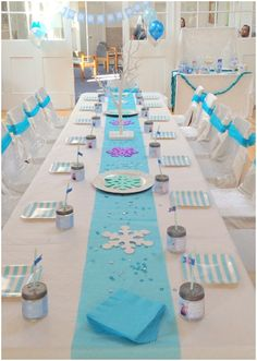 Ice Queen Party for kids - deco, desserts & crafting ideas - Ice Queen – Frozen – Party Thank you for this nice idea for the next ice queen birthday party! Frozen Party Food, Frozen Themed Birthday Party, Disney Frozen Birthday, Frozen Party Table, Frozen Disney, Elsa Birthday Party, Birthday Party Tables, Birthday Party Decorations, Frozen Table Decorations