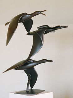 Bronze Sculpture by New Zealand artist Trevor J. A gallery of abstract and representational works of art. Bird Sculpture, Modern Sculpture, Abstract Sculpture, Sculpture Rodin, Metal Sculptures, Body Drawing, Realism Art, Fine Art Gallery, Animal Design