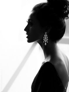 Love the black and white contrast in this shot! The brilliance of the earring really shines through with just the silhouette of the model~