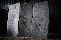 Paravent #1Denis Milovanov  Chêne massif sculpté à la tronçonneuse Finition: bain à l'huile de lin L.200 x H.145 x P.7 cm PIECE UNIQUE Paravent 3 feuilles, toute face.