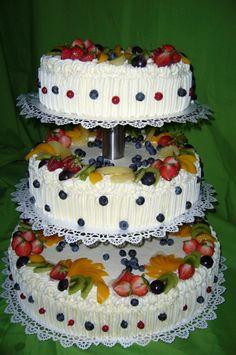 tort-weselny-na-100-osob-owocowy-truskawki-brzoskwinie-ananasy-sliwki-winogrona.jpg (340×512)