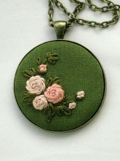 Wonderful Ribbon Embroidery Flowers by Hand Ideas. Enchanting Ribbon Embroidery Flowers by Hand Ideas. Silk Ribbon Embroidery, Embroidery Jewelry, Hand Embroidery Designs, Diy Embroidery, Cross Stitch Embroidery, Embroidery Patterns, Embroidered Roses, Diy Broderie, Brazilian Embroidery