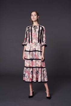 See the complete Temperley London Pre-Fall 2017 collection.