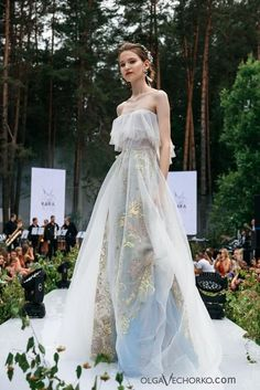 Couture Wedding Gowns, Dress Wedding, Haute Couture Dresses, Unusual Wedding Dresses, Ethereal Wedding Dress, Dior Haute Couture, Couture Bridal, Flowery Wedding Dress, Butterfly Wedding Dress