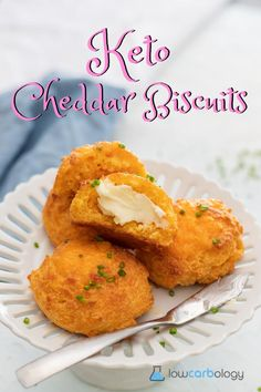 Crisp on the outside, light and fluffy on the inside, these Keto Cheddar Biscuits are the perfect keto dupe for Cheddar Bay Biscuits! Cheddar Bay Biscuits, Keto Biscuits, Low Carb Recipes, Snack Recipes, Snacks, Baking With Almond Flour, Low Carb Tortillas, Keto Bread, Meal Prep