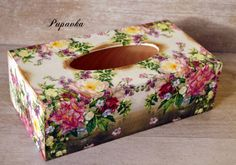 Box na vreckovky / Pupavkashop - SAShE. Tissue Box Holder, Tissue Box Covers, Tissue Boxes, Shabby Boxes, Funky Painted Furniture, Diy And Crafts, Paper Crafts, Kleenex Box, Decoupage Box