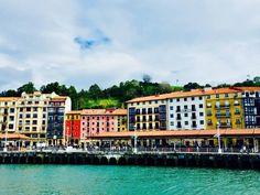 *Aprender español tan cerca del casco viejo con la primavera que ya nos deja cielos tan azules como los de hoy...... Es un plan perfecto ¡para verano!*   #spain #spanish #courses #language #study #learn #learnspanish #studyspanish#photo #photography #architecture #art #street #streetart #blue #bluesky #sky #river #Bilbao #Bilbo