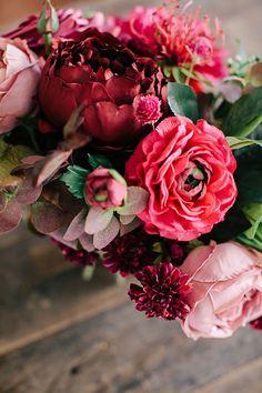 A DIY Wedding Bouquet you can actually make with a flower recipe #fallwedding #foragedbouquet #diybouquet #winterwedding