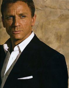 """Daniel Craig """"James Bond"""" Sexy Age is just a number people. Daniel Craig James Bond, Craig Bond, Rachel Weisz, Estilo James Bond, James Bond Style, Casino Royale, Don Corleone, Daniel Graig, Best Bond"""