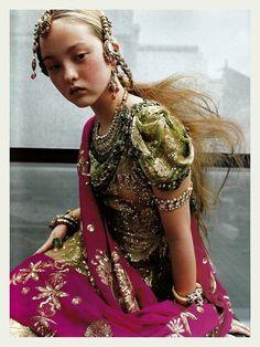 Devon Aoki in Dior Haute Couture F/W Vogue Paris September 1999 Dior Haute Couture, Couture Bridal, Devon Aoki, Vogue Paris, Look Fashion, High Fashion, Young Fashion, Style Ethnique, We Are The World