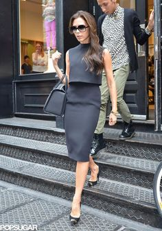 Victoria Beckham in a suited crop top pencil skirt combo. I love her style! Mode Outfits, Fashion Outfits, Womens Fashion, Skirt Outfits, Victoria Beckham Shop, Work Fashion, Fashion Looks, Looks Kate Middleton, Victoria Fashion