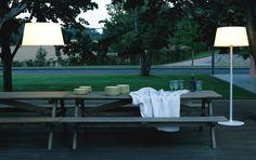 Fluorescent Floor lamp Plis Outdoor Collection by Vibia Outdoor Floor Lamps, Outdoor Pendant Lighting, Outdoor Flooring, Indoor Outdoor, Outdoor Decor, Patio Lighting, Outdoor Dining, Mesa Exterior, Interior Exterior