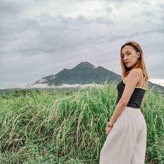 Isn't it majestic? Batanes, Tourist Spots, Philippines, Skirts, Tops, Fashion, Travel Sights, Moda, La Mode