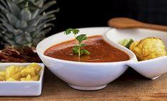 La combinación de chile con fruta le encanta a los Mexicanos y aquí la puede probar con la Salsa de Chile Chipotle con Piña.