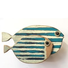 Fish fish woodwork paint wood - side by side designs © MadeByCBK . - - Fish Fish Woodwork Paint Wood – Side by Side Designs © MadeByCBK … Fish Crafts, Beach Crafts, Driftwood Crafts, Driftwood Fish, Diy Tattoo, Kids Wood, Fish Art, Fish Fish, Wood Working For Beginners