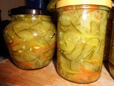 Das perfekte Gurkensalat auf Vorrat-Rezept mit Bild und einfacher Schritt-für-Schritt-Anleitung: Alle Zutaten von SCHRITT EINS in Scheiben bzw. Streifen…