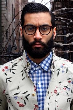 Contrasting shirts. For fresh Pinspiration daily, follow http://pinterest.com/pmartinza