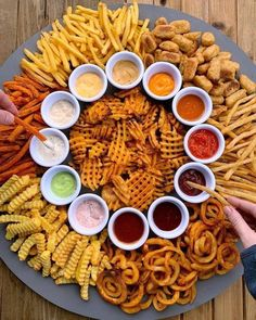 How to make a french fry board! A super simple fry board recipe by Think Food, I Love Food, Good Food, Yummy Food, Easy Food For Party, Food For Parties, Easy Wedding Food, Party Food For Adults, Wedding Foods