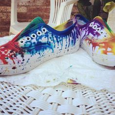 Tie dye shoes, love these. Tie Dye Shoes, How To Dye Shoes, How To Tie Dye, Sharpie Shoes, Sharpie Tie Dye, Painted Canvas Shoes, Tie Dye Kit, Tie Dye Crafts, Tie Dye Techniques