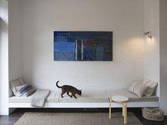 wall to wall couch - toll für die essecke....wlan-tischchen inkludiert!