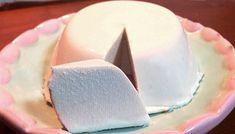 A receita de queijo de kefir é uma boa substituição para os queijos industrializados cheios de conservantes, um queijo low carb para entrar na sua dieta sem destruir. Você também pode fazer seu queijo de kefir em forma de uma pastinha com temperos. Como Fazer Queijo de Kefir