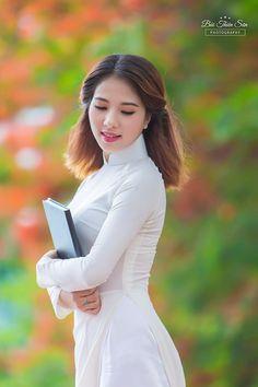 Thiếu nữ Hà thành khoe vẻ đẹp tinh khôi bên hoa phượng đỏ - Ảnh 5