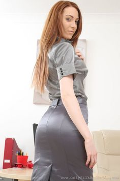 Pretty Pictures, Pretty Pics, Satin Skirt, Satin Blouses, Silk Satin, Rock, High Waisted Skirt, Booty, Pencil Skirts