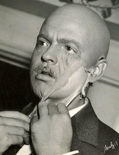 So creepy! But really cool that this was captured: Orson Welles taking off his Citizen Kane face.